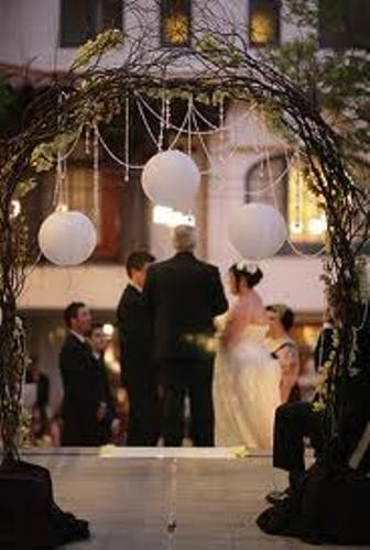 How to make a wedding arch out of branches 4 guides for Diy indoor wedding arch