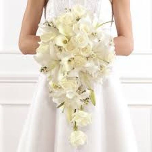 How To Create A Cascading Wedding Bouquet in white