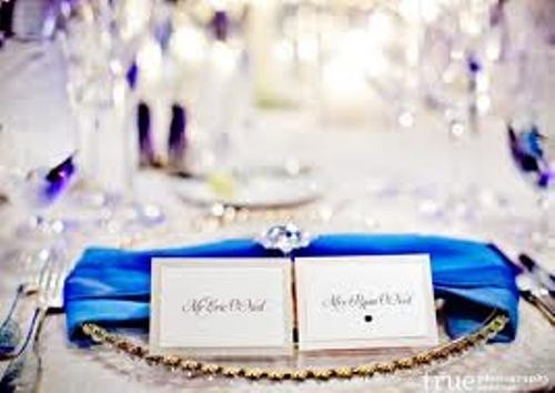 How to Arrange Wedding Place Cards in Glamor Design