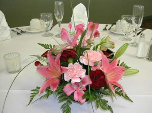 How to Arrange Wedding Table Flowers