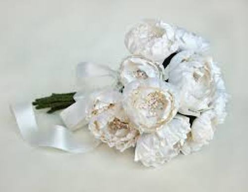 How to Make a Wedding Bouquet Out of Silk Flowers in White