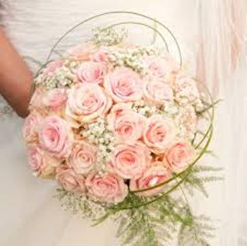 How to Make a Wedding Bouquet with Roses in Pink