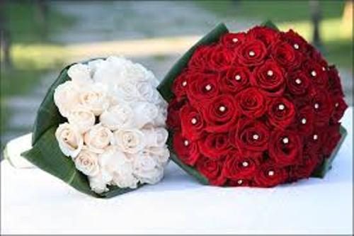 How to Make a Wedding Bouquet with Roses in Red and White
